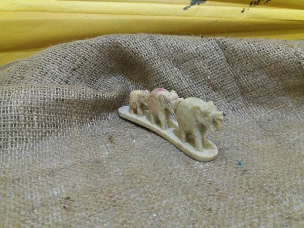 Подставка под благовония 3 Слона камень 11х4см