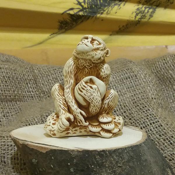 Цунь-у кун(обезьяна с кокосом)/5х2,5 см, h 8 см