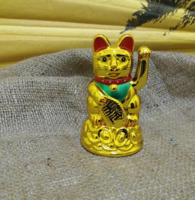 Кошка Манэки-Нэко